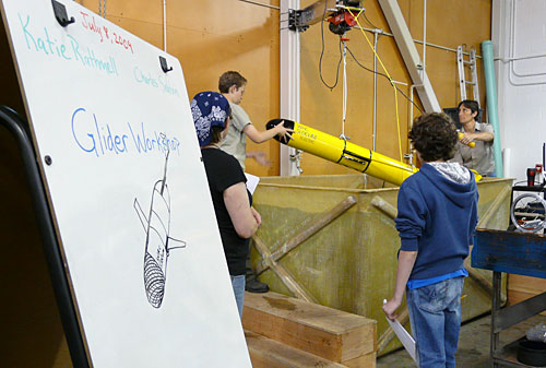 Students took a field trip to Astoria for an underwater glider workshop.